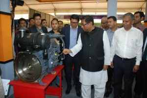 Energy minister in visit stall